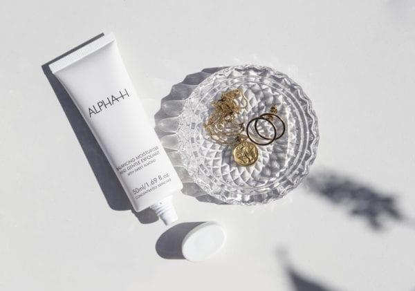 ALPHA-H Balancing moisturizer & Gentle exfoliant nachtcreme voor acne met bakje met sieraden