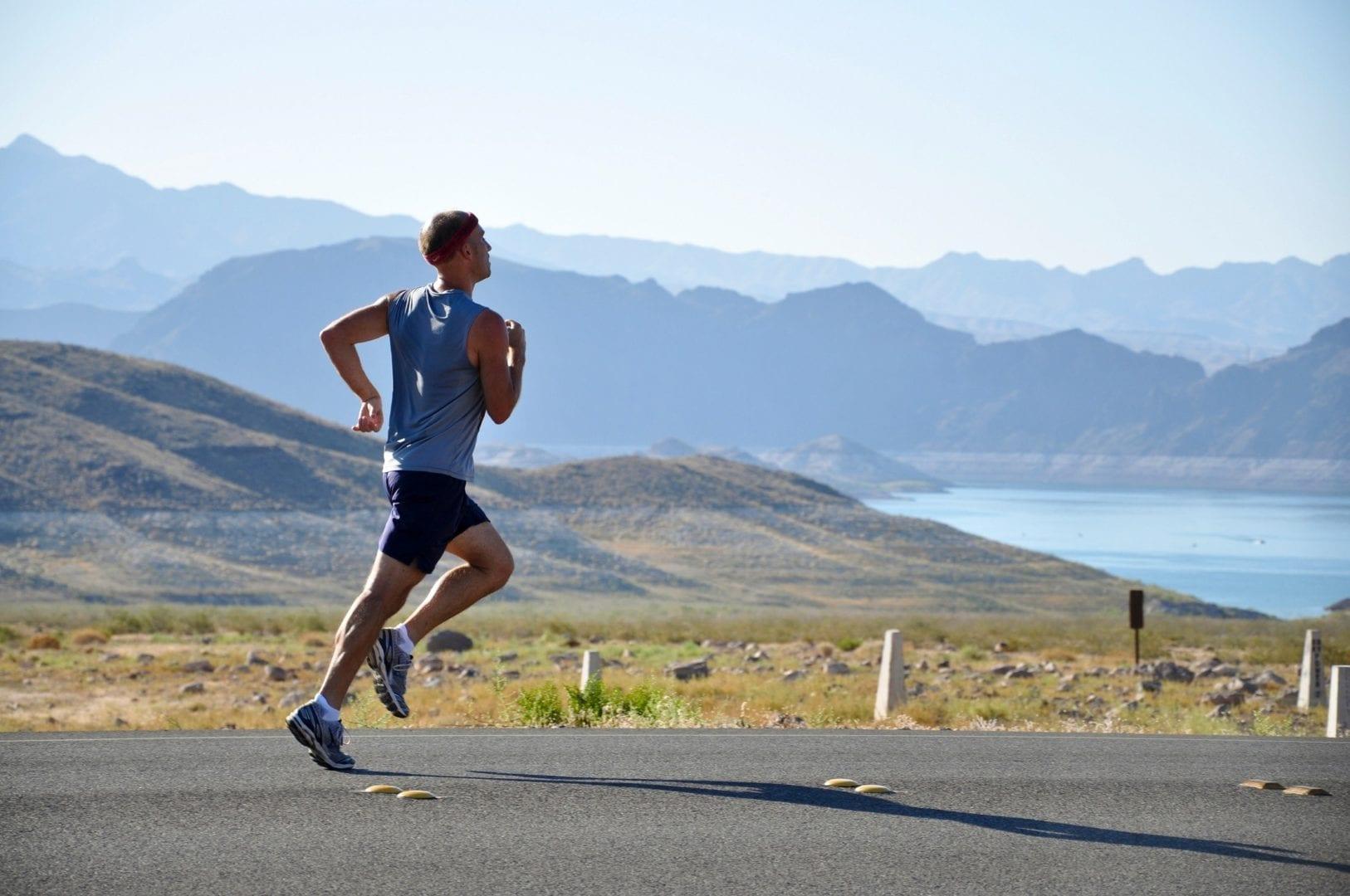 Sporten is goed voor je huid | man is aan het sporten, hardlopen